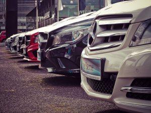 czy warto wypożyczać samochód?