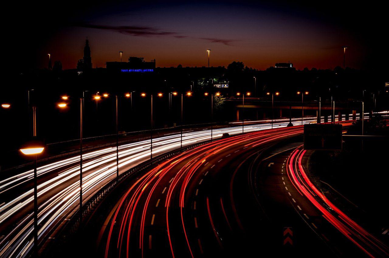 Dlaczego warto zdecydować się na transport drogowy? Cargotransport