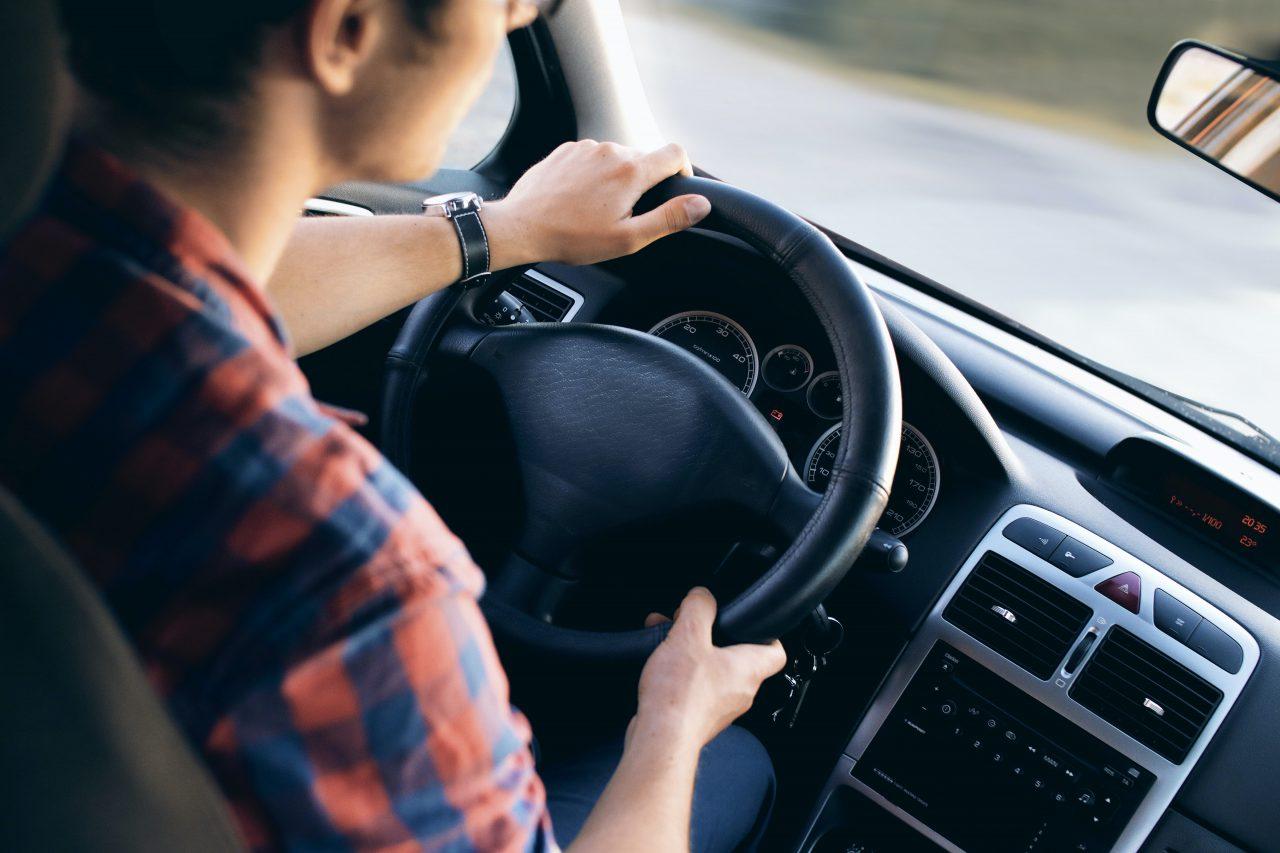 Jak dbać o wycieraczki samochodowe